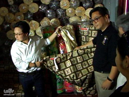 Ang nakumpiskang mga textile products ng Bureau of Customs kamakailan. (UNTV News)
