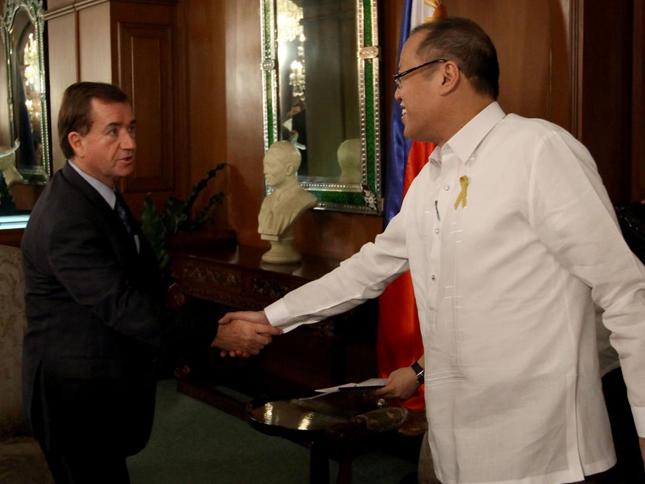 Ang pakikipagpulong ni US Representative Ed Royce kay Pangulong Benigno Aquino III kahapon sa Malacañan Palace (Malacañan Photo Bureau)