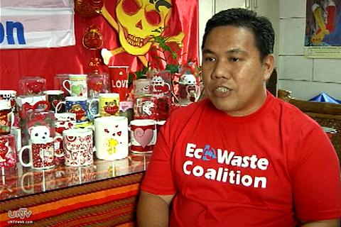 Ayon kay Thony Dizon, ang Project Coordinator ng Ecowaste Coalition, kalimitan sa mga gift items na nagtataglay ng mapanganib na kemikal ay may makukulay na disenyo. (UNTV News)