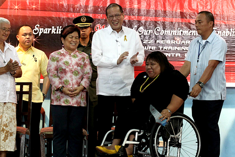 Mga natatanging indibidwal na may kapansanan pinarangalan for Bureau tagalog