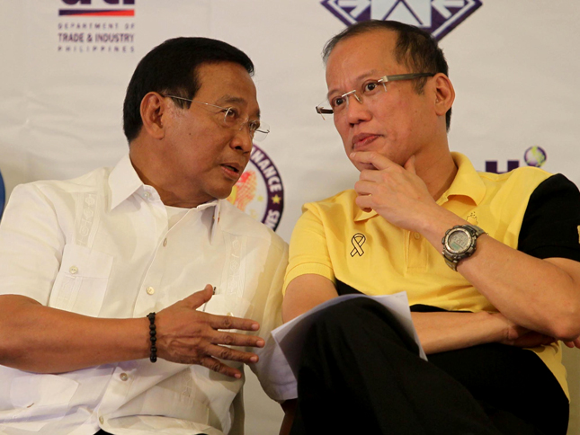 FILE PHOTO: Si Vice President Jejomar Binay at si President Benigno S. Aquino III sa kanilang pagdalo Joint Philippine Economic Briefing and Regional Development Council Meeting sa Cagayan de Oro City noong March 23, 2011.  (Photo By Ryan Lim / Malacañang Photo Bureau)