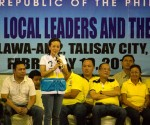FILE PHOTO: Si Senator Grace Poe Llamanzares kasama ang Pangulong Aquino at ang Team PNOY sa isang campaign rally sa Cebu. (JAMES VERCIDE / Photoville International)