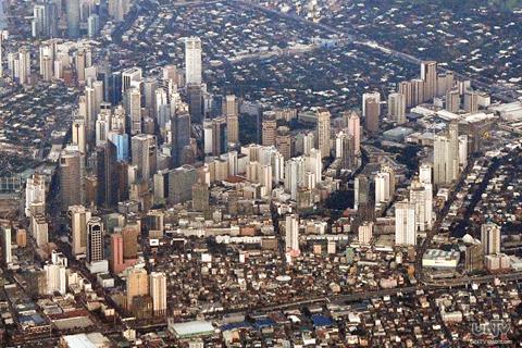FILE PHOTO: Ang Makati Business District kuha mula sa eroplano. Ang mga nagtataasang mga gusaling ito ng pang-komersyo ang simbulo ng pag-unlad ng bansa? (RYAN MENDOZA / Photoville International)