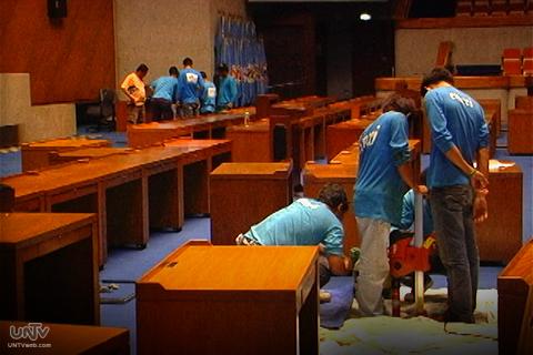 Ang ilan sa mga prepasyong ginagawa sa Batasang Pambansa para sa nalalapit na State of the Nation Address ng Pangulong Benigno Aquino III sa pagbubukas ng 16th Congress ngayong taon. (UNTV News)