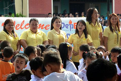 Mahigit 400 000 Public School Teachers Makakatanggap Ng