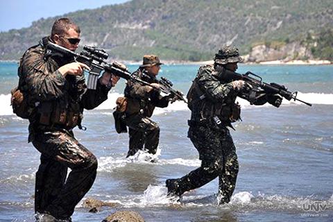 FILE PHOTO: Ang CARAT exercise sa pagitan ng US Navy at Philippine Navy na naganap noong Hulyo ng  nakaraang taon sa General Santos City. (RITCHIE TONGO / Photoville International)