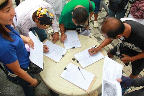 Ang million signature campaign ng VACC. (ROMALDO MICO SOLON / Photoville International)