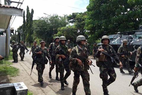 Kinaumagahan ng pakikipagbaka sa pwersa ng MNLF ay pinakawalan ang 5 bihag nitong umaga ng Martes. (PHILIPPINE INFORMATION AGENCY)