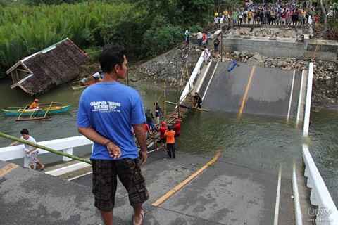 This impassable concrete bridge connecting to Maribojoc, Bohol is now linked with bamboo bridge as temporary passage for the residents in Bohol. The bridge was one of the heavily damaged after the destructive earthquake hit Bohol province, Monday, October 15, 2013. (ROMALDO MICO SOLON / Photoville Internaltional)