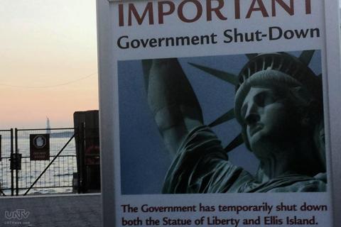 Sa pagtatapos ng partial government shutdown ng USA ay magbubukas na muli ang mga national parks tulad ng Statue of Liberty at makababalik na sa kanilang mga trabaho ang karamihang mga US government employees. (SONNY COS / Photoville International)
