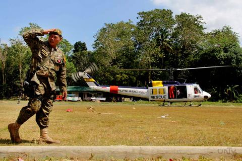 Ang paglapag ng isang rescue helicopter ng Philippine Air Force sa Anislag Elementary School na may dalang relief goods para sa mga Boholanos na lubhang naapektuhan ng pagtama ng 7.2 magnitude na lindol nitong Martes, October 15, 2013. (ROMALDO MICO SOLON / Photoville International)