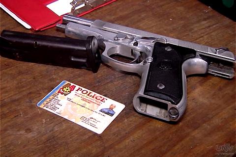 Kasama ang baril na ito mula sa isang pulis sa mga nahuli sa ipinapatupad na COMELEC gun ban kaugnay ng Barangay election. (UNTV News)