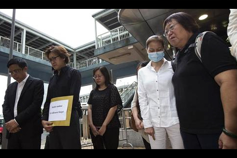 Mr Tse Chi Hang (second from left) and Ms Lee Mei Chun (right), family members of Hong Kong tour guide Masa Tse, who was killed during the 2010 Manila hostage crisis, and survivor Yik Siu Ling (second from right) observe a moment of silence outside the Philippine Consulate in Hong Kong on August 23, 2013. The group is taking legal action against the Philippine government after claiming that Manila has ignored demands for an official apology and compensation. -- PHOTO: REUTERS
