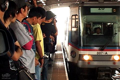 FILE PHOTO: Ang pagdating ng isang tren ng Metro Rail Transit o MRT. (UNTV News)