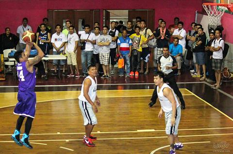 Ang ikalawang laro sa tune up games ay sa pagitan naman ng Team Supreme Court at Team AFP.  (PRINCE MARQUEZ / Photoville International)