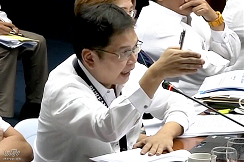 Si BOC Commissioner John Philip Sevilla sa Senate hearing ng Committee on Agriculture and Food nitong Miyerkules, January 22, 2014 kaugnay sa rice smuggling sa bansa. (UNTV News)