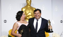 "Kristen Anderson-Lopez and Robert Lopez hold their Oscars for best original song for ""Let it Go"" in the film ""Frozen"" at the 86th Academy Awards in Hollywood, California March 2, 2014 REUTERS/ Mario Anzuoni (UNITED STATES TAGS: - Tags: ENTERTAINMENT TPX IMAGES OF THE DAY)(OSCARS-BACKSTAGE)"