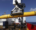 The Phoenix International Autonomous Underwater Vehicle (AUV) Artemis is craned over the side of Australian Defence Vessel Ocean Shield in the search for missing Malaysia Airlines Flight MH370 in the Southern Indian Ocean in his picture released by the Australian Defence Force on April 20, 2014. CREDIT: REUTERS/LSIS BRADLEY DARVILL/HANDOUT VIA REUTERS