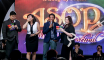 "Isa sa mga masasayang tagpo sa ASOP Producers' Pick episode kung saan nagwagi ang awiting ""Kislap"" na obra ni Oliver Narag at sa interpretasyon ni Ms. Jessa Mae Gabon. (FREDERICK ALVIOR / Photoville International)"