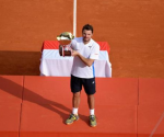 tanislas Wawrinka of Switzerland hold up his trophy after winning the final tennis match against his compatriot Roger Federer at the Monte Carlo Masters in Monaco April 20, 2014.  CREDIT: REUTERS/PATRICE MASANTE