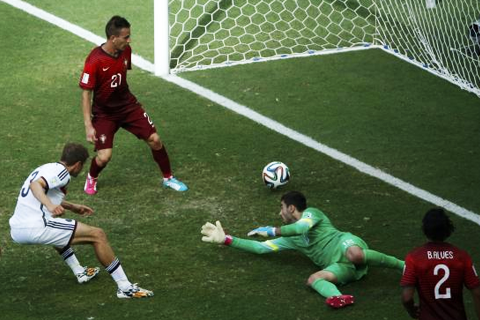 Germany's Thomas Mueller (L) shoots to score against Portugal for his hat-trick during their 2014 World Cup Group G soccer match at the Fonte Nova arena in Salvador June 16, 2014.  CREDIT: REUTERS/FABRIZIO BENSCH