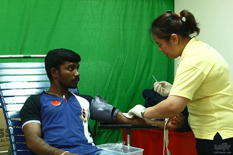 Ang isang Indian na nakiisa rin sa blood donation drive ng Singapore Red Cross (UNTV News)