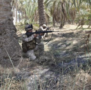 Members of the Iraqi security forces take their positions during a patrol in the town of Jurf al-Sakhar, south of Baghdad, July 16, 2014. Picture taken July 16 2014.  CREDIT: REUTERS/STRINGER