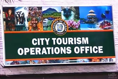 epekto ng turismo Pagnenegosyo, pangkultura, panrelihiyon o pangkalusugan, at ang matinding epekto nito,  ng turismo, gayundin ang mga pamayanang punong-abala,.