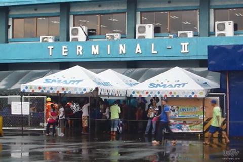 Dumadami na ang bilang ng mga stranded na pasahero sa iba't ibang pantalan sa bansa dahil sa bagyong Glenda (UNTV News)