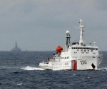 A Chinese Coast Guard vessel (R) passes near the Chinese oil rig, Haiyang Shi You 981 (L) in the South China Sea, about 210 km (130 miles) from the coast of Vietnam June 13, 2014. CREDIT: REUTERS/NGUYEN MINH