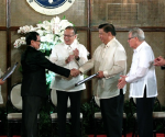 President Benigno S. Aquino lll witnesses Bangsamoro Transition Commission Chairman Mohagher Iqb hand over of the draft Bangsamoro Basic Law to Senate President Franklin Drilon during the turnover ceremony at Rizal Hall in Malacañan Palace, Wednesday (September 10).The Bangsamoro Basic Law tops the list of priority measures endorsed by the Aquino administration. Witnessing are Secretary Teresita Quintos-Deles, Speaker of the House Feliciano Belmonte, Jr., and Executive Secretary Paquito Ochoa, Jr. (Photo by Gil Nartea/Malacañang Photo Bureau)