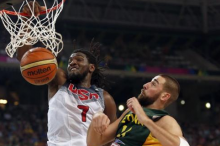 Kenneth Faried (7) of the U.S. dunks over Jonas Valanciunas of Lithuania during their Basketball World Cup semi-final game in Barcelona September 11, 2014.  CREDIT: REUTERS/GUSTAU NACARINO