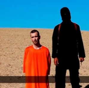 A still image taken from a purported Islamic State video released September 13, 2014 of British captive David Haines before he is beheaded.  CREDIT: REUTERS/SITE INTEL GROUP VIA REUTERS TV