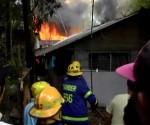 Mahigit 20 pamilya, nawalan ng tirahan matapos matupok ng apoy sa Bacolod city kahapon ng tanghali, Martes (UNTV News)