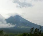 Ayon sa PHIVOLCS ang Mayon ay nakapagtala ng 142 volcanic quakes at 251 rock fall ngayong araw, mas mataas kumpara nitong mga nakaraang araw. (PHOTOVILLE International / Argie Purisima)