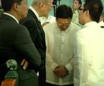 June 30, 2014 File Photo: Si Senator Jinggoy Estrada (gitna) habang kausap ng kanyang mga abugado sa Sandiganbayan. (UNTV News)