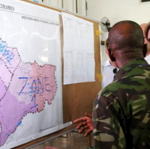 U.S. Ambassador to the United Nations, Samantha Power, (R) visits the Western Area Emergency Response Centre in Freetown, Sierra Leone, October 27, 2014.  CREDIT: REUTERS/MICHELLE NICHOLS