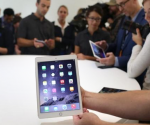 A new iPad is seen follownig a presentation at Apple headquarters in Cupertino, California October 16, 2014. CREDIT: REUTERS/ROBERT GALBRAITH