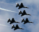 F-16 U.S. Air Force Thunderbirds fly in formation over Hudson river in New York, August 18, 2012. (Eduardo Munoz/Courtesy Reuters)