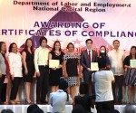 300 kumpanya sa Metro Manila ang pinagkalooban ng certificate of compliance ng DOLE kahapon, araw ng Miyerkules (UNTV News)