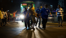 Ang pag-responde ng UNTV News and Rescue Team sa biktima ng hit-and-run sa Quiapo, Manila nitong Huwebes ng gabi. (PHOTOVILLE International)