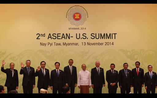 Si Pangulong Benigno S. Aquino III (pinaka-kaliwa) kasama ang mga world leaders sa 2nd ASEAN – U.S. Summit nitong Nobyembre 13,2014 sa Nay Pyi Taw, Myanmar, na isang kaugnay na pagtitipon para sa 25th Association of Southeast Asian Nations (ASEAN) Summit. (Malacañang Photo Bureau.)
