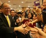 Si Pangulong Benigno Aquino III sa pagbisita nito sa Jollibee Singapore sa Lucky Plaza Mall nitong Miyerkules, November 19, 2014.   (Photo by: Ryan Lim / Malacañang Photo Bureau)