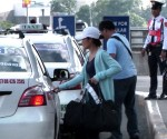 FILE PHOTO: Mga sumasakay sa taxi (UNTV News)