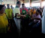 President Benigno S. Aquino III greets the crowd upon arrival at the Dolores Gymnasium in Barangay 12 Poblacion, Dolores, Eastern Samar on Monday (December 22) for the launching of the Early Recovery Program for Typhoon Ruby affected victims Also in photo are Dolores, Eastern Samar Municipal Mayor Emiliana Villacarillo and Eastern Samar Lone District Representative Benjamin Evardone. (Photo by Gil Nartea / Malacañang Photo Bureau)
