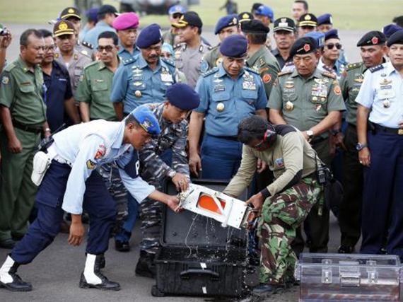 The flight data recorder of AirAsia QZ8501 is transferred to another container at the airbase in Pangkalan Bun, Central Kalimantan January 12, 2015.  CREDIT: REUTERS/DARREN WHITESIDE