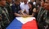 Isa sa mga nagdadalamhating kaanak ng isa sa mga PNP-SAF members na nasawi sa Mamamasapano, Maguindanao. (PNP photo)
