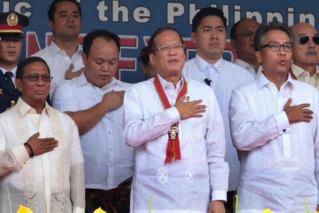 FILE PHOTO: (Left-Right) Mayor Jejomar Binay, President Benigno Aquino III at DILG Sec. Mar Roxas. (Benhur Arcayan / Malacañang Photo Bureau)