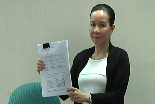 FILE PHOTO: Senator Grace Poe holding a Senate report on the Mamasapano clash (UNTV News)
