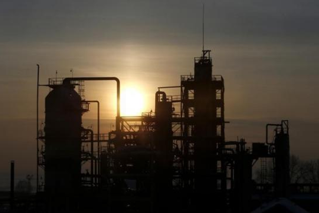 The Bashneft-Novoil oil refinery is seen at sunset outside Ufa, Bashkortostan, January 29, 2015. CREDIT: REUTERS/SERGEI KARPUKHIN
